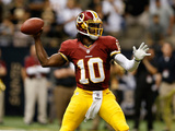 Washington Redskins - Sept 9, 2012: Robert Griffin III Lámina fotográfica por Aaron M. Sprecher