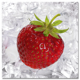 Strawberry On Ice Schilderij