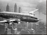 Aircraft Flying over City, 1946 Impressão em tela esticada