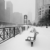 Chicago River Promenade in Winter Posters av Dave Butcher