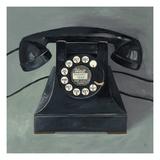 Classic Telephone Giclée-Druck von Avery Tillmon