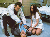 The Hospital, Kneeling, George C. Scott, Diana Rigg, 1971 Posters