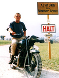 Filmbeeld uit The Great Escape met Steve McQueen, 1963 Posters