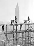 Silueta Empire State Building na pozadí stavebního lešení Plakát