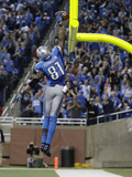 Detroit Lions and Indianapolis Colts NFL: Calvin Johnson Fotografisk trykk av Paul Sancya