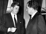 President John Kennedy Confers with Former Vice President Richard Nixon Fotografie-Druck