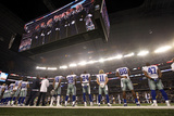 Philadelphia Eagles and Dallas Cowboys NFL: Dallas Cowboys stand during the national anthem Posters av Tony Gutierrez