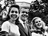 Pres Nixon Poses with Daughters, Julie Eisenhower and Tricia Nixon on Father's Day, Jun 15, 1969 Photographic Print