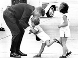 Pres John Kennedy and Children, John Jr and Caroline at Squaw Island, Massachusetts, Aug 23, 1963 Fotografía