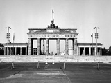 The Brandenburg Gate in East Berlin Behind the Berlin Wall Fotografie-Druck