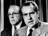 President Richard Nixon with George Shultz, Director of the Office of Management and Budget Photographie