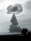 The Harry Shot Was a 32 Kiloton Nuclear Blast Was Detonated on a 300 Foot Tower Stampa fotografica