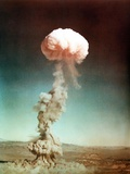 The Easy Shot Exploded a 31 Kiloton Nuclear Bomb Stampa fotografica