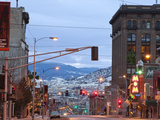 Main Street in Uptown Butte, Montana, USA at Dusk Stampa fotografica di Chuck Haney