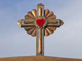 Gilded Cross Atop of a Roman Catholic Church in Chimayo, New Mexico, USA Photographie par Luc Novovitch