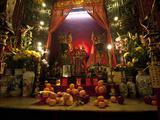 Man Mo Buddhist Temple, Hong Kong, China Fotografisk tryk af Julie Eggers