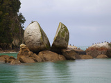 Split Rock, Kaiteriteri Coast, Abel Tasman National Park, South Island, New Zealand Photographic Print by Douglas Peebles