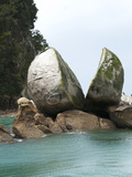 Split Apple Rock, South Island, New Zealand Photographic Print by Lee Foster