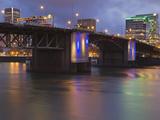 The Morrison Bridge over the Willamette River, Portland, Oregon, USA Fotoprint av William Sutton