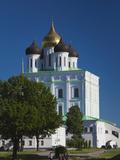 Pskov Kremlin and Trinity Cathedral, Pskov, Pskovskaya Oblast, Russia Photographic Print by Walter Bibikow