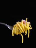 Spaghetti Alla Carbonara, Italian Pasta Dish Based on Eggs, Cheese, Bacon and Black Pepper, Italy Fotografisk tryk af Nico Tondini