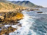 Surf on Rocks, Garrapata State Beach, Big Sur, California Pacific Coast, USA Photographie par Tom Norring