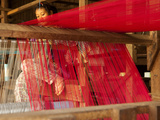 Young Girl at Loom, Soieries Du Mekong, the Silk Mill, Near Road Nh69, Banteay Chhmar, Cambodia Photographie par Lynn Gail