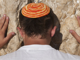 Close Up of Young Man with Bright Yarmulka Praying at Western Wall, Old City, Jerusalem, Israel Lámina fotográfica por Eitan Simanor