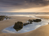 Rockpools on Sandy Coombesgate Beach at Low Tide, Woolacombe, Devon, England, United Kingdom Photographie par Adam Burton
