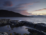 Looking Towards the Scottish Mainland from Loch na Dal, Isle of Skye, Scotland Lámina fotográfica por Jon Gibbs