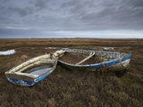 Two Old Boats on the Saltmarshes at Burnham Deepdale, Norfolk, England Lámina fotográfica por Jon Gibbs
