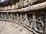 Some of 64 Yoginis in Hypaethral Yogini Temple, Worshipped for Assisting Goddess Durga, India Photographie par Annie Owen