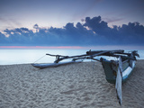 Oruwa (Outrigger Canoe) on Beach at Sunset, Negombo, North Western Province, Sri Lanka, Asia Stampa fotografica di Ian Trower