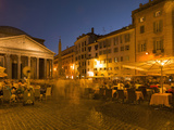 People Dining at Outside Restaurant Near the Pantheon, Rome, Lazio, Italy, Europe Reproduction photographique par Angelo Cavalli