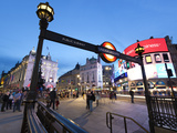 Piccadilly Circus, London, England, United Kingdom, Europe Fotodruck von Stuart Black