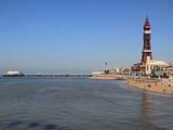 Tower, North Pier and Beach, Blackpool, Lancashire, England, United Kingdom, Europe Photographie par Rolf Richardson