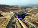 Uphill Car Is About to Pass Downhill Car on Cairngorm Funicular Railway, Cairngorms, Scotland, UK Fotografisk tryk af David Lomax
