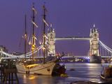 Tower Bridge and Tall Ships on River Thames, London, England, United Kingdom, Europe Fotodruck von Stuart Black