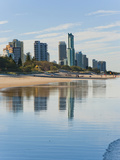 Reflections of High Rise Buildings at Surfers Paradise Beach, Gold Coast, Queensland, Australia Reproduction photographique par Matthew Williams-Ellis