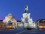 Praca Do Comercio with Equestrian Statue of Dom Jose and Arco Da Rua Augusta, Lisbon, Portugal Stampa fotografica di Stuart Black