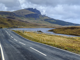 Road to Old Man of Storr Mountain, Trotternish Peninsula, Isle of Skye, Inner Hebrides, Scotland Photographie par Chris Hepburn