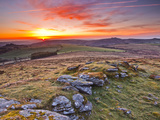 A Colourful Dawn on Chinkwell Tor in Dartmoor National Park, Devon, England, United Kingdom, Europe Fotografie-Druck von Julian Elliott