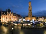 Christmas Market in Market Square with Belfry Behind, Bruges, West Vlaanderen (Flanders), Belgium Papier Photo par Stuart Black