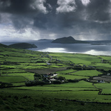 Blasket Sound to Blasket Islands and Slea Head, Dingle Peninsula, Munster, Republic of Ireland Lámina fotográfica por Stuart Black