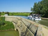 Navigation on Canal du Midi, Repudre Aqueduct, Paraza, Aude, Languedoc Roussillon, France Fotodruck von  Tuul