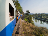 Tourists on a Train Ride on the Death Railway Along the River Kwai, Kanchanaburi, Thailand Fotografisk tryk af Matthew Williams-Ellis