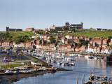 Whitby and the River Esk from the New Bridge, Whitby, North Yorkshire, Yorkshire, England, UK Lámina fotográfica por Mark Sunderland