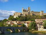 Cathedral Saint-Nazaire and Pont Vieux (Old Bridge) over River Orb, Beziers, Herault, France Photographie par  Tuul