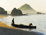 Fisherman Returning to Kuta Beach with His Daily Catch, Kuta Lombok, Indonesia, Southeast Asia Lámina fotográfica por Matthew Williams-Ellis