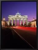 Brandenburg Gate at Night, Berlin, Germany Leinwandtransfer mit Rahmung von Terry Why